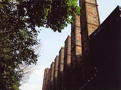 10本レンガ造り煙突 独特の雰囲気と歴史を伝える空間